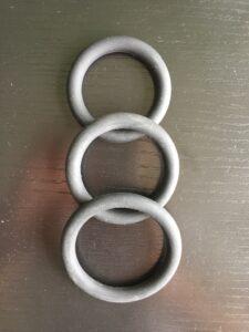 3 cockrings noirs en silicone de 4 à 5 cm de diamètre