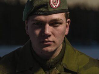 militaire hétéro botteur de cul